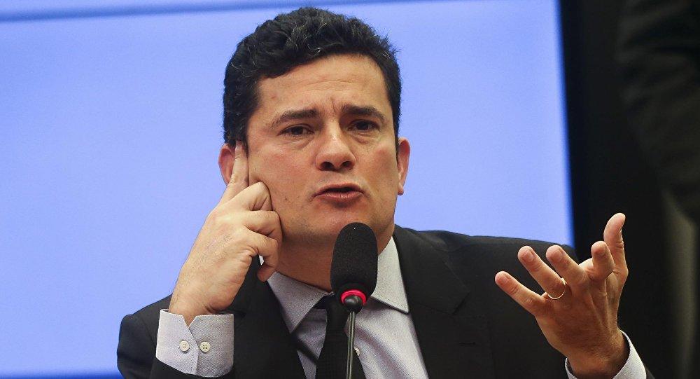 Moro tenta 'consertar' sua perseguição a Lula com projeto anticrime, diz deputada