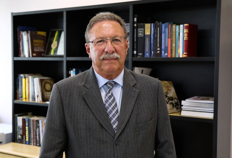 TRF-4 nomeia novo juiz da Lava Jato: Luiz Bonat