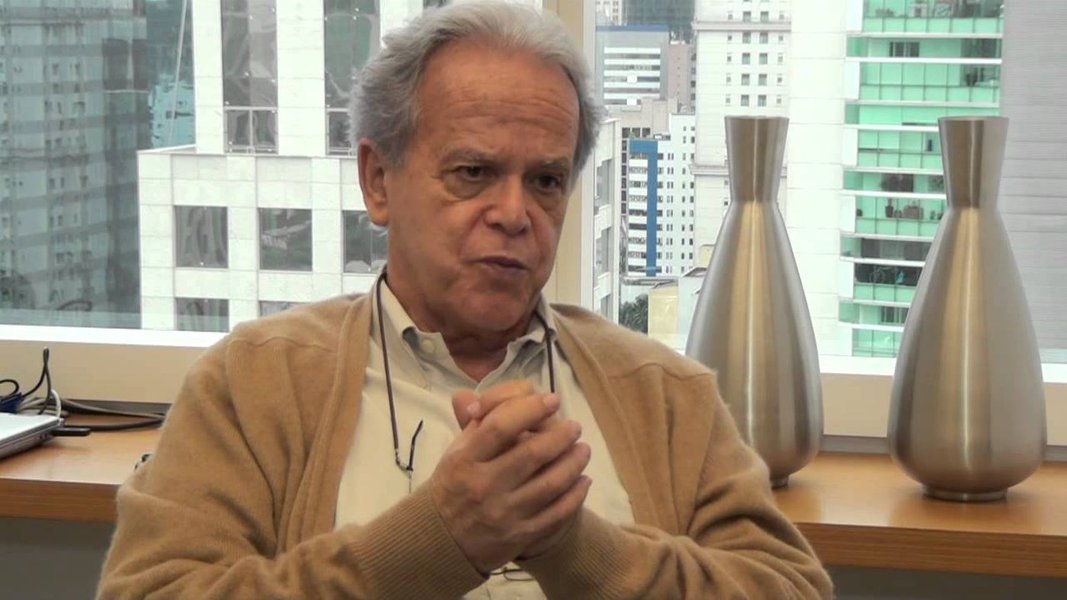 Reforma que prejudica mais pobres é único interesse da bolsa, diz ex-ministro