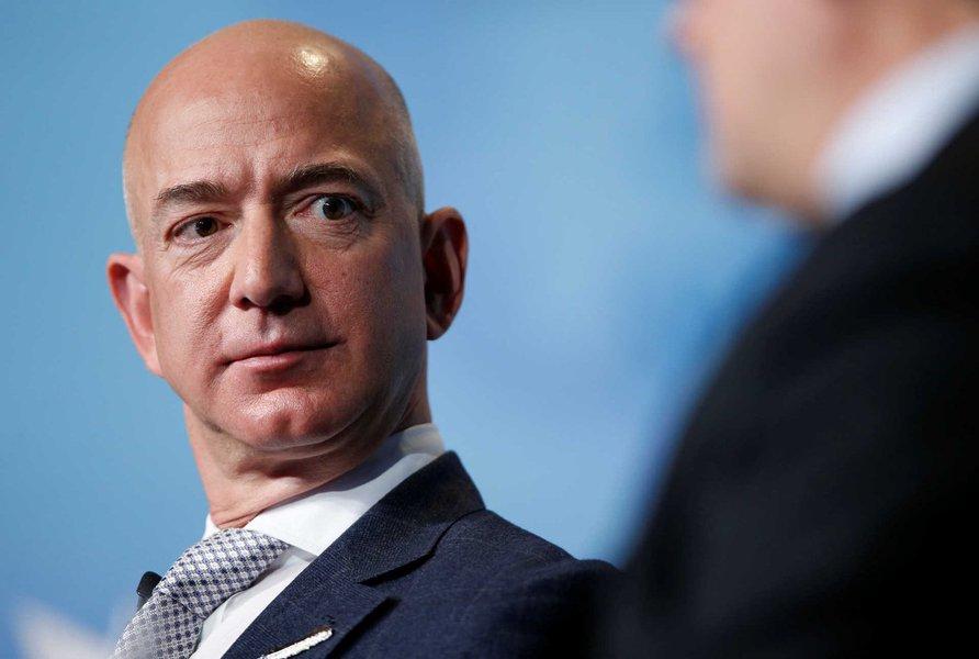 Jeff Bezos diz que dono do National Enquirer tentou chantageá-lo