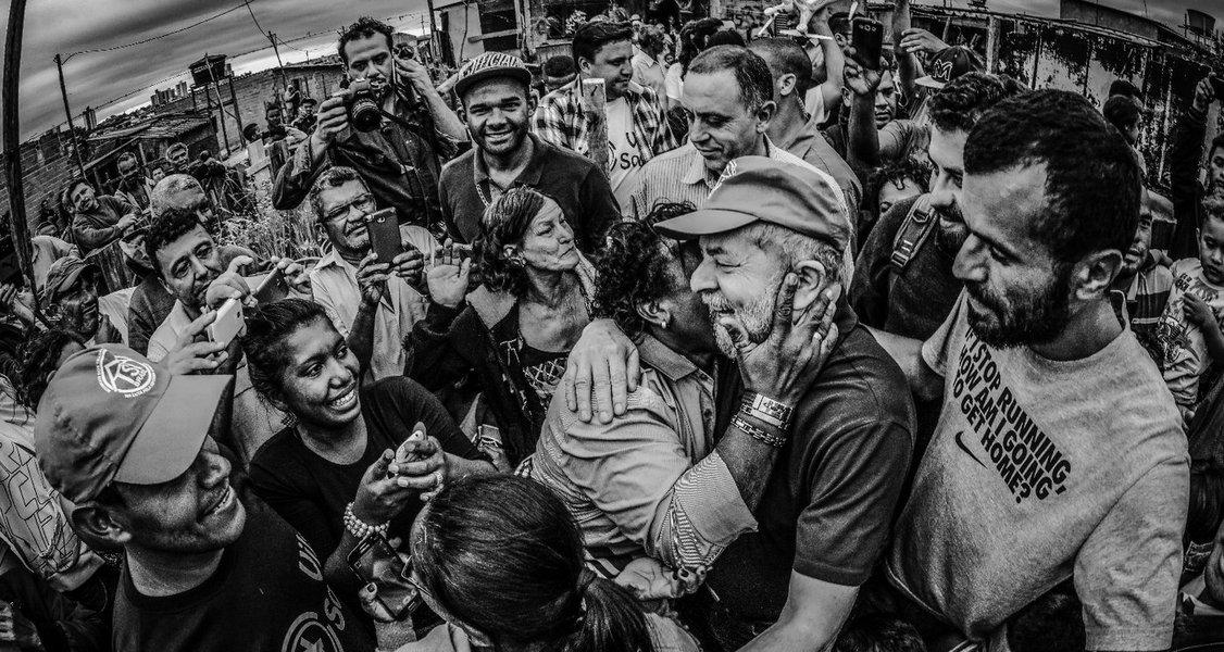 Povo brasileiro: abandonado no deserto