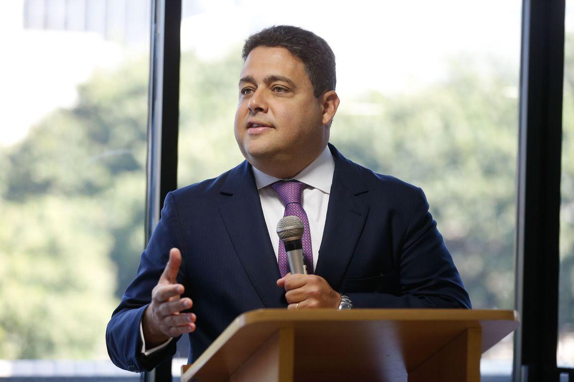 Presidente da OAB rebate ataques contra ele na internet