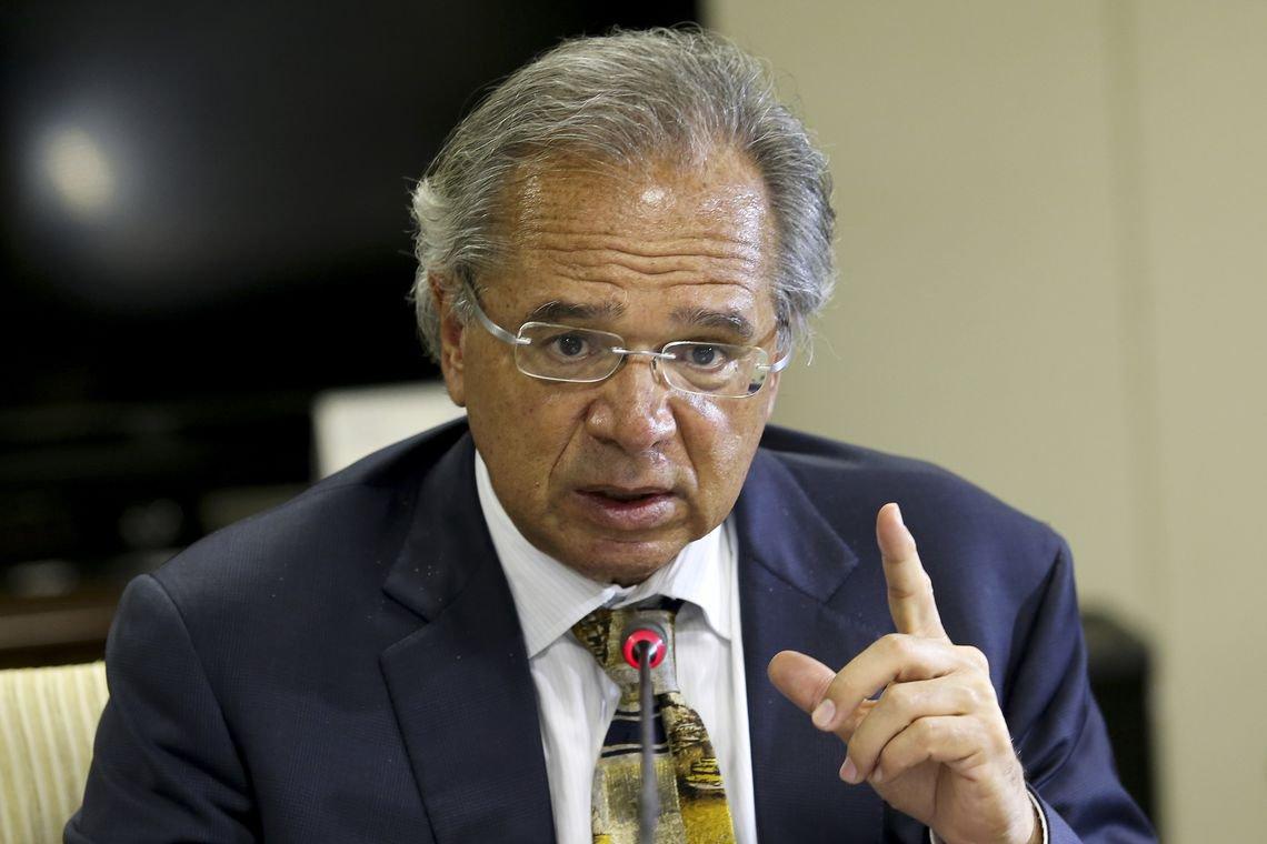 Superministro da economia estrangeira extermina setor leiteiro do Brasil