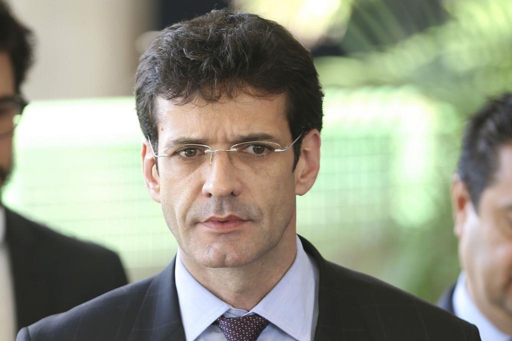 Ministro citado em escândalo reassume a pasta do Turismo