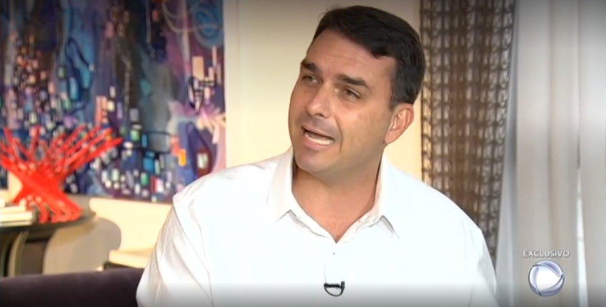 Joaquim de Carvalho: Flávio Bolsonaro se afundou um pouco mais na lama