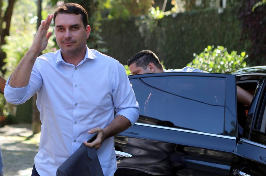 MP do Rio nega perseguir Flávio Bolsonaro