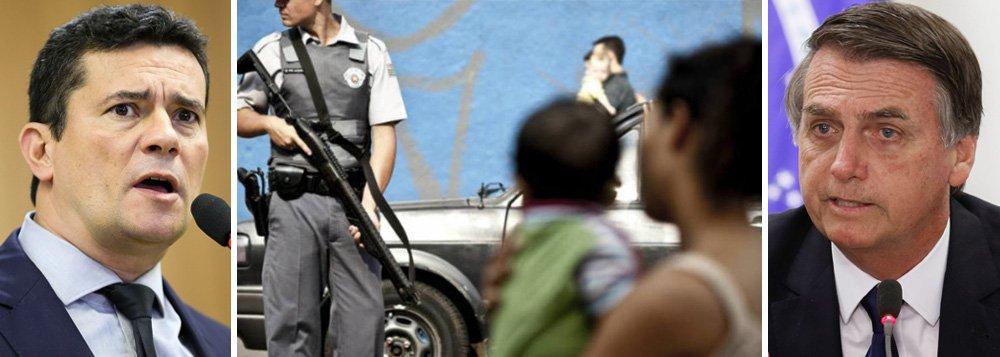 """Polícias e """"cidadãos de bem"""" armados para a guerra"""