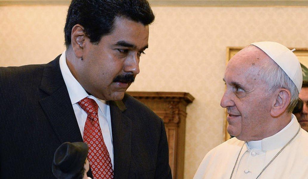 Maduro pede ajuda ao Papa para mediar solução da crise na Venezuela