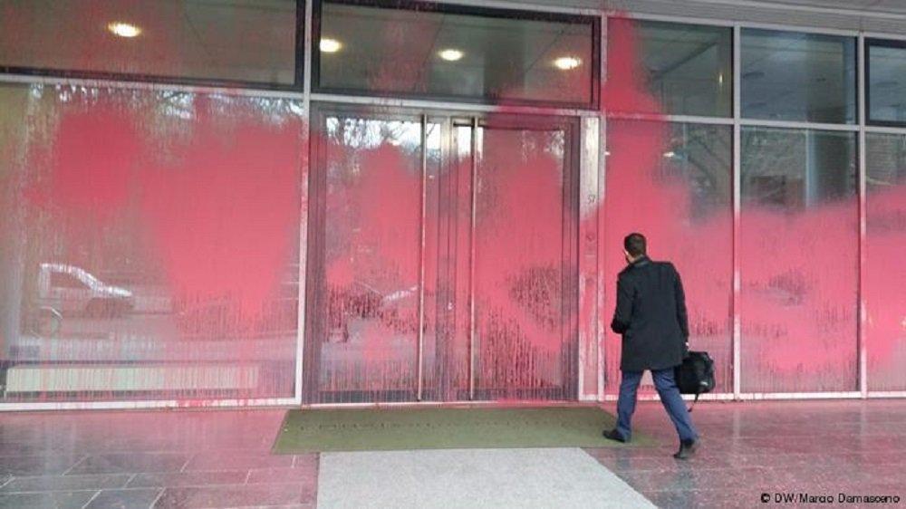 Ataque a embaixada brasileira em Berlim foi ato contra Bolsonaro