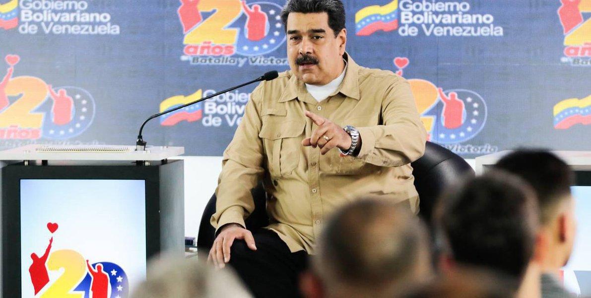 Em reunião com intelectuais, Maduro diz que paz prevalecerá na Venezuela