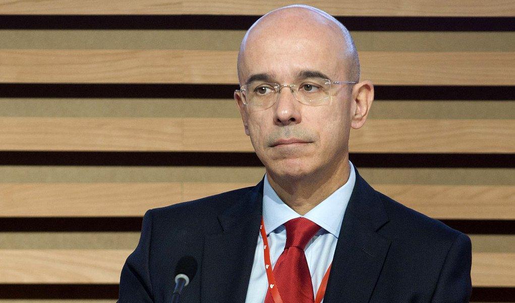 Presidente do Santander defende reforma, mas se aposenta aos 58 anos