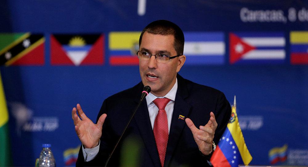 Arreaza diz que ameaças confirmam participação dos EUA no golpe