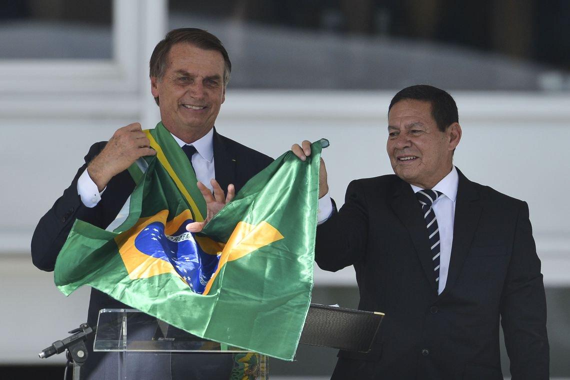 Se relação piorar, Mourão pode derrubar Bolsonaro, diz cientista político