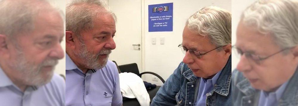 Frei Betto: apertam cada vez mais as algemas de Lula