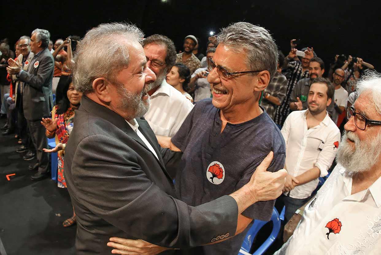 Chico Buarque se solidariza a Lula e repudia justiça cínica e covarde