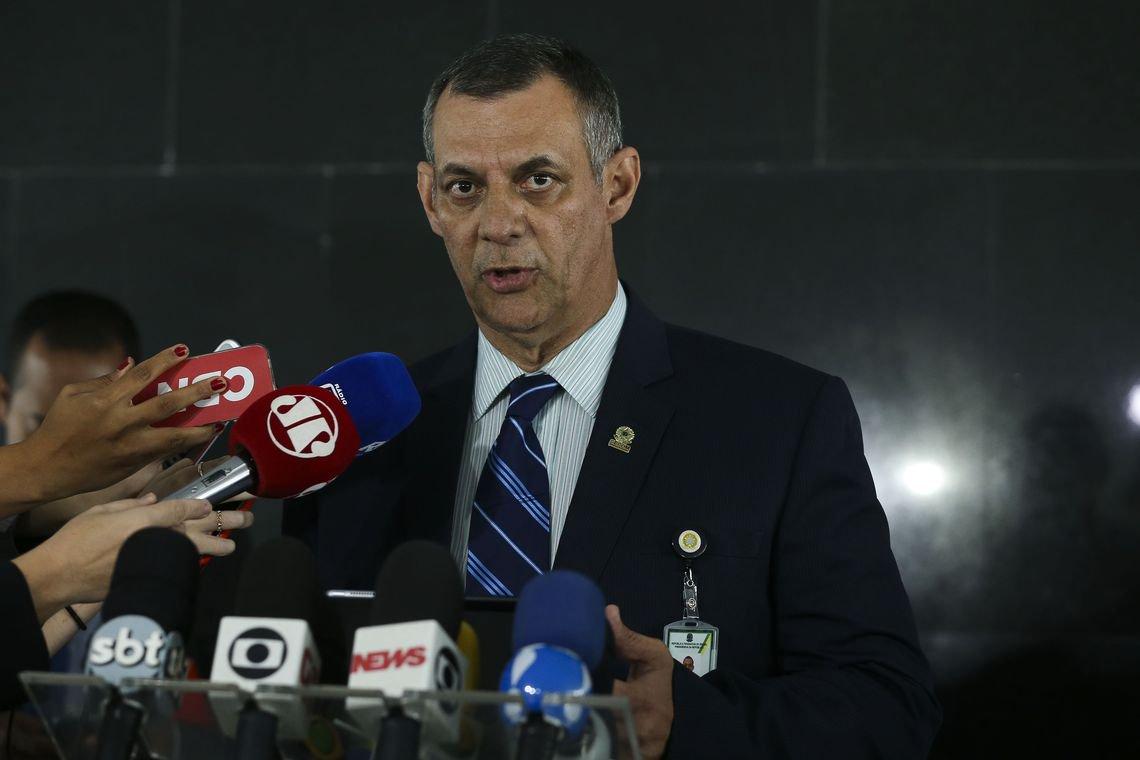 Bolsonaro é operado 'com êxito' e volta oficialmente à presidência na quarta