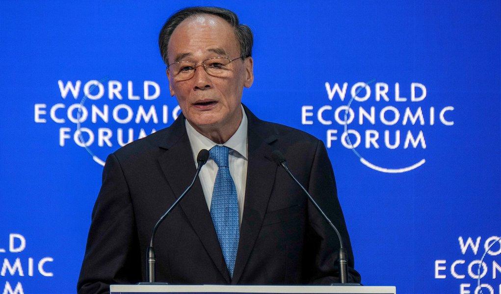Em Davos, China diz que é imperativo respeitar a soberania nacional