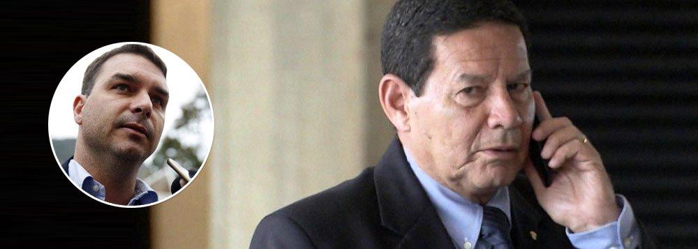 Mourão volta a dizer que é preciso investigar Flávio Bolsonaro