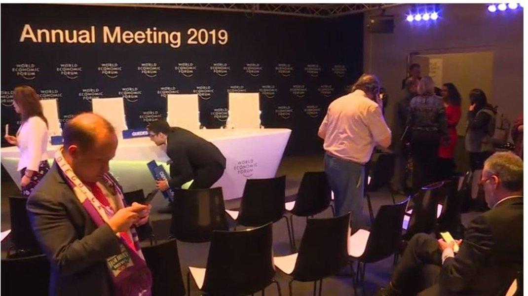 Bolsonaro e equipe fogem de coletiva em Davos