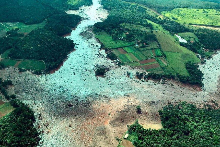 Equipes de resgate buscam 354 desaparecidos após colapso de barragem em MG