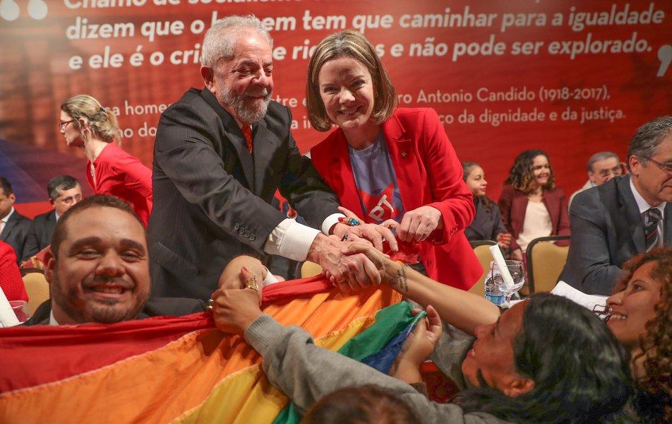 Gleisi: decisão de juíza contra Lula é atentado contra Constituição
