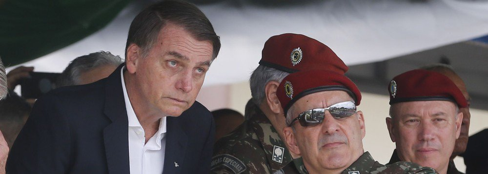 Editorial da Folha reclama do excesso de militares