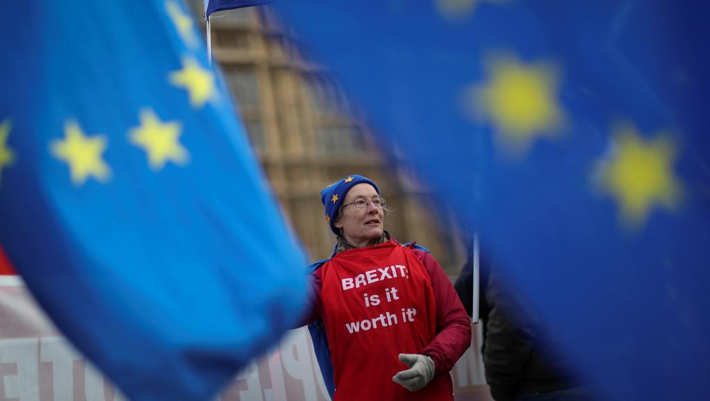 Britânicos que votaram pelo Brexit se arrependem e se unem contra saída da UE