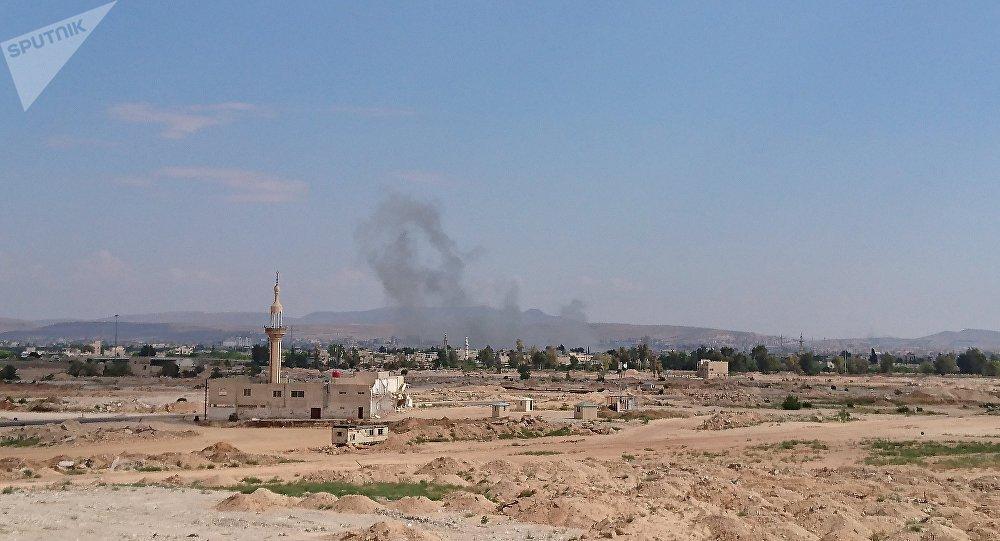 Explosão abala subúrbio de Damasco, capital síria