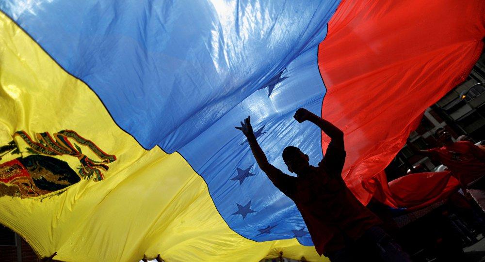 Bolsonaro diz que fará o possível para intervir na Venezuela