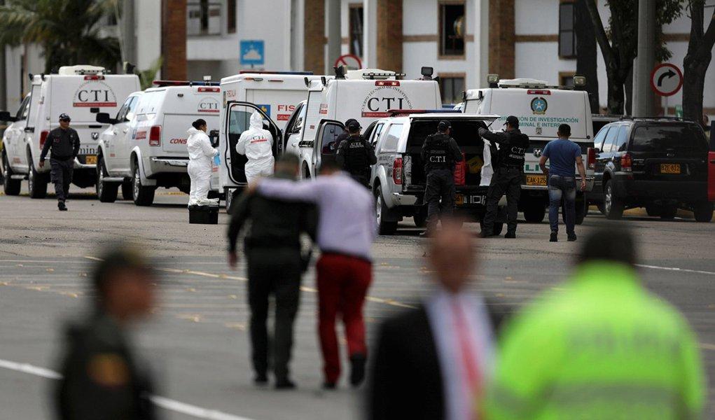 Carro-bomba deixa 8 mortos em academia de polícia em Bogotá