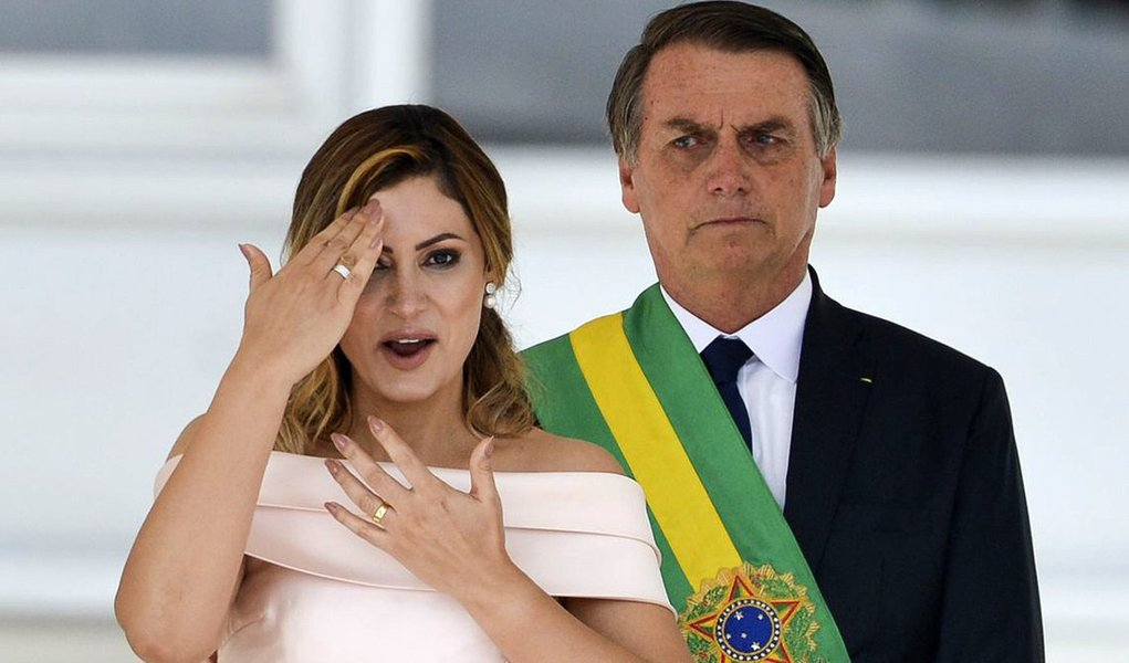 Michele Bolsonaro entra na mira do MP