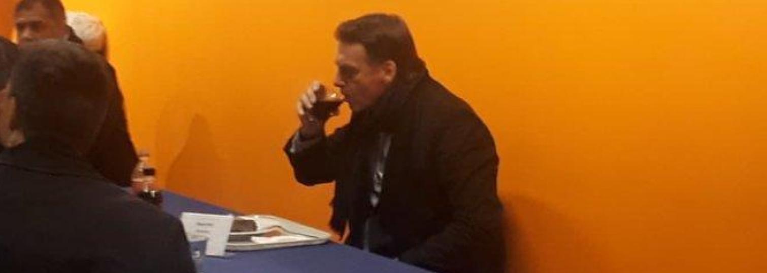 A agonia do governo Bolsonaro: prisões, fiasco, retaliação e uma moldura laranja