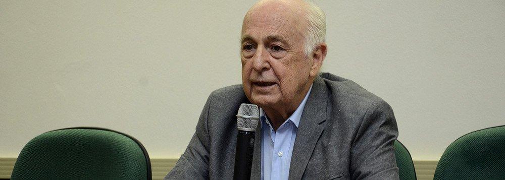 Bresser critica apoio de setores da esquerda a Maduro