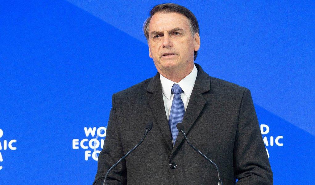 Bolsonaro faz discurso superficial e recheado de fake news em Davos