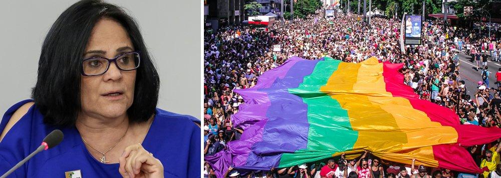 Movimento Gay quer tirar Bíblia de circulação no Brasil, diz Damares