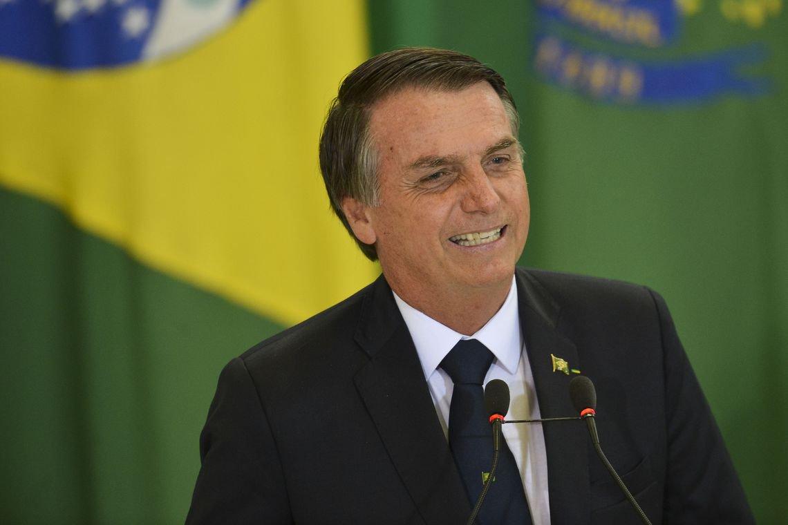 Bolsonaro já pode se aposentar com R$ 33 mil e ganhar R$ 75 mil por mês