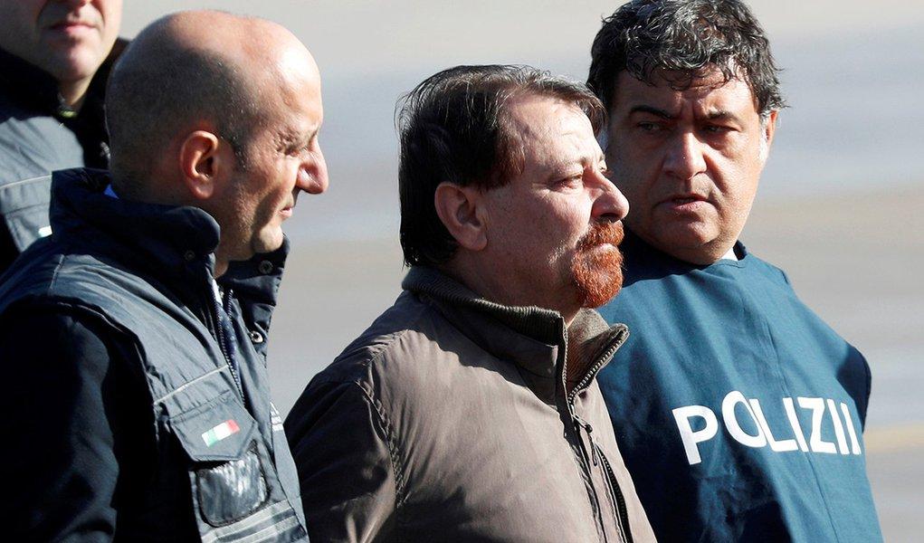 Justiça italiana confirma pena de prisão perpétua a Cesare Battisti