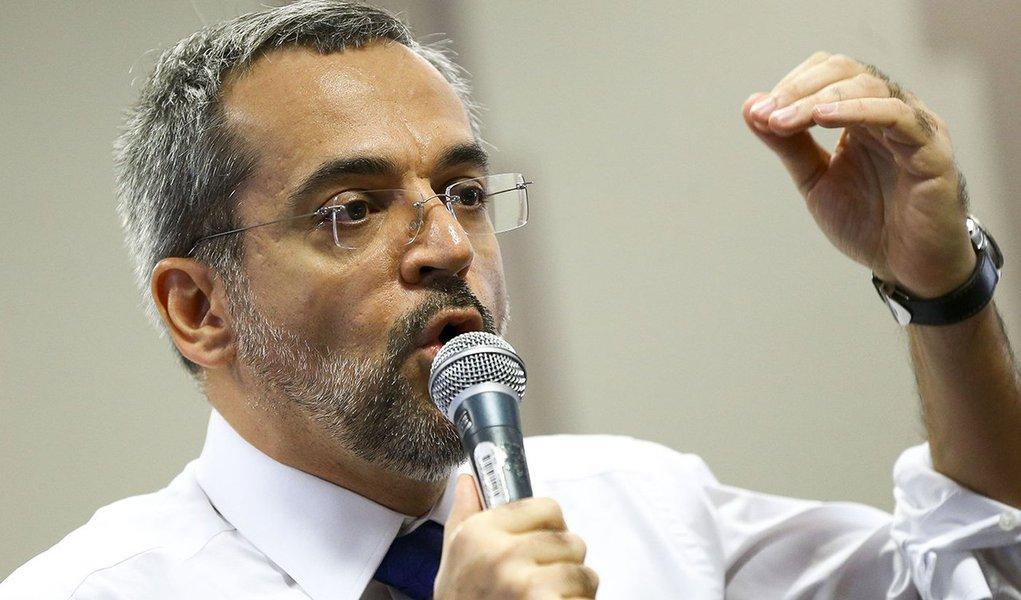 Weintraub pede delações contra professores que estimularem manifestações