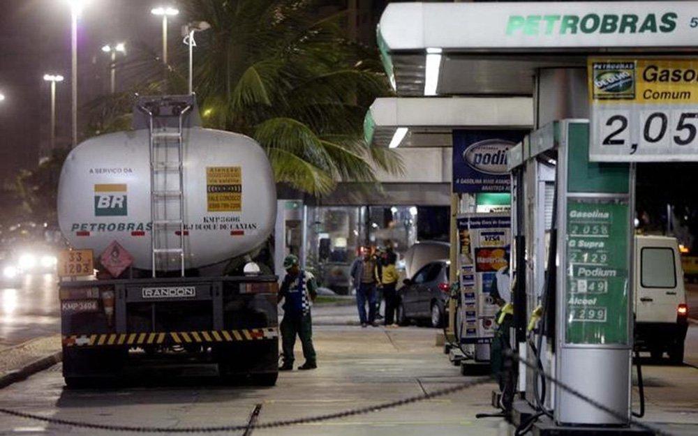 Bolsonaro fala em rever política de preços da Petrobras