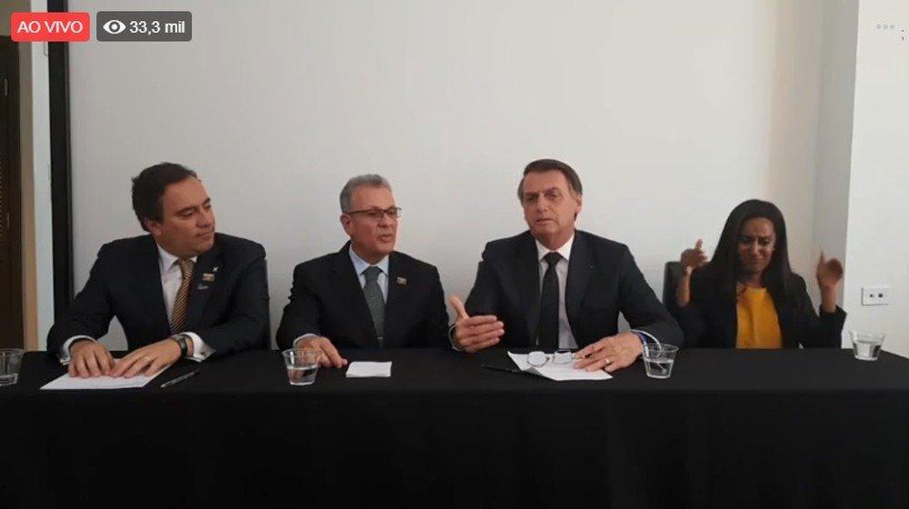 Bolsonaro diz em live que é preciso 'investir em pesquisa', mas cortou 30%