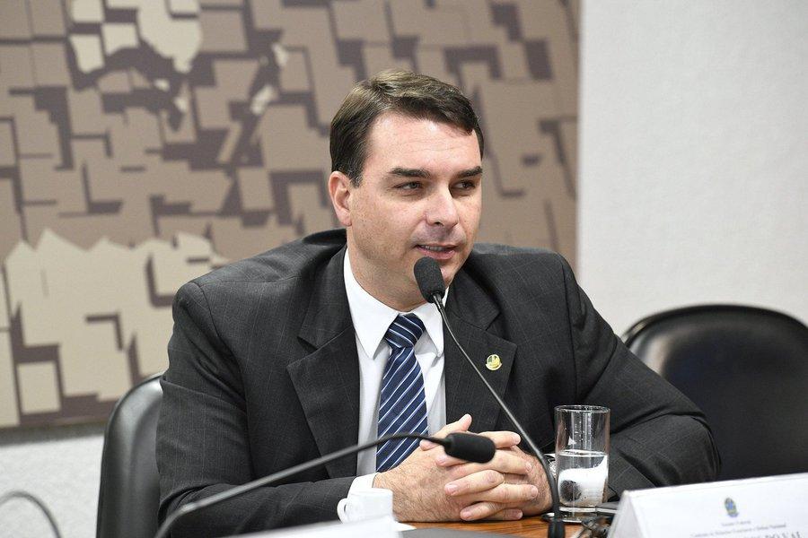 Senadores preparam ação contra Flávio Bolsonaro no Conselho de Ética