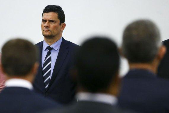 Em Portugal, Moro defende delação premiada e é contestado
