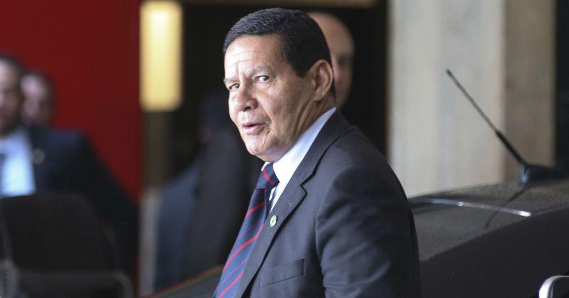 Mourão segue Bolsonaro e diz que 'houve exploração política' em protestos