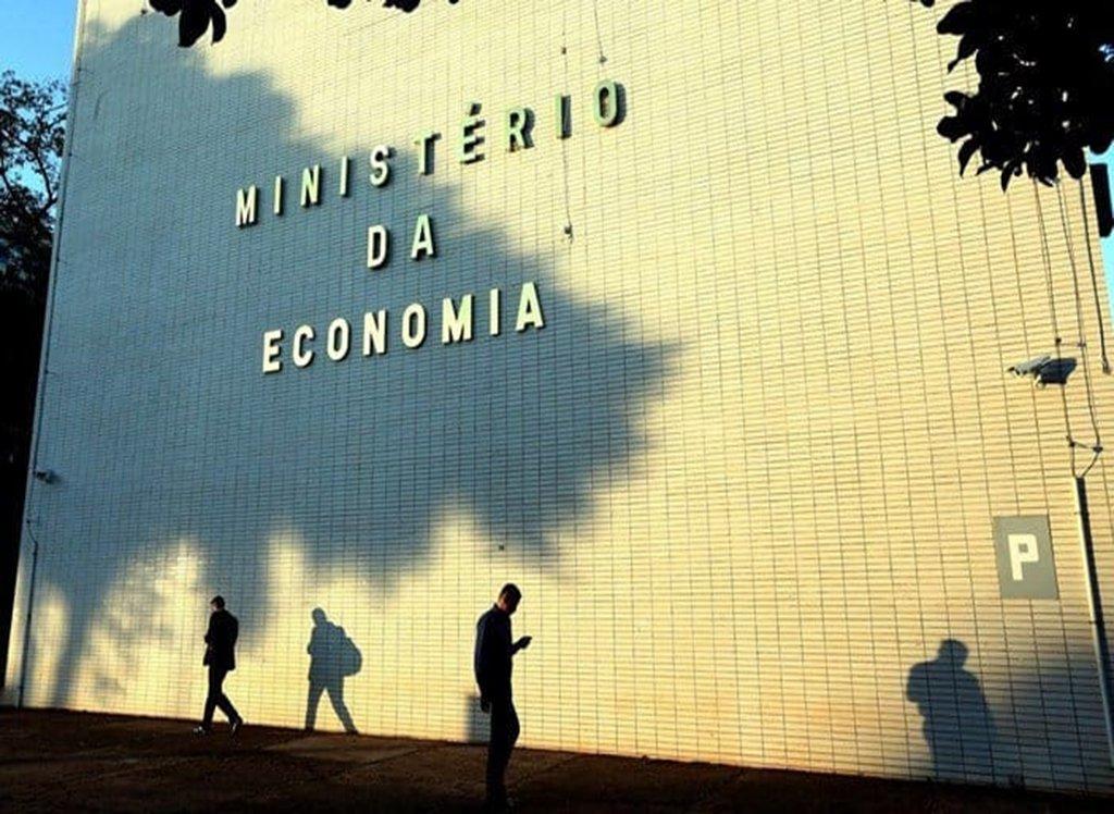 Governo prevê desligamento de mais de 25 mil funcionários