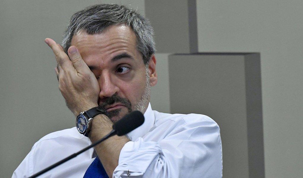 Weintraub assassina o português de novo e diz  que 'haviaM emendas'