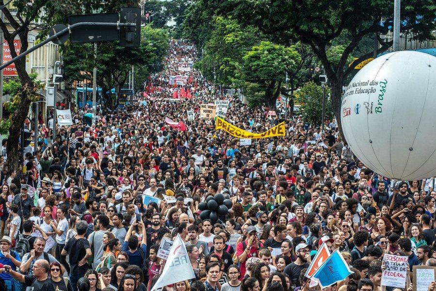 Paralisação gigante é prelúdio para a greve geral de 14 de junho