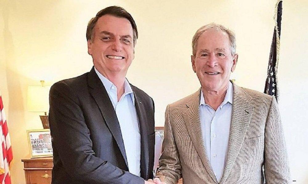 Bolsonaro 'se convidou' para foto com Bush; americano não sabia do encontro