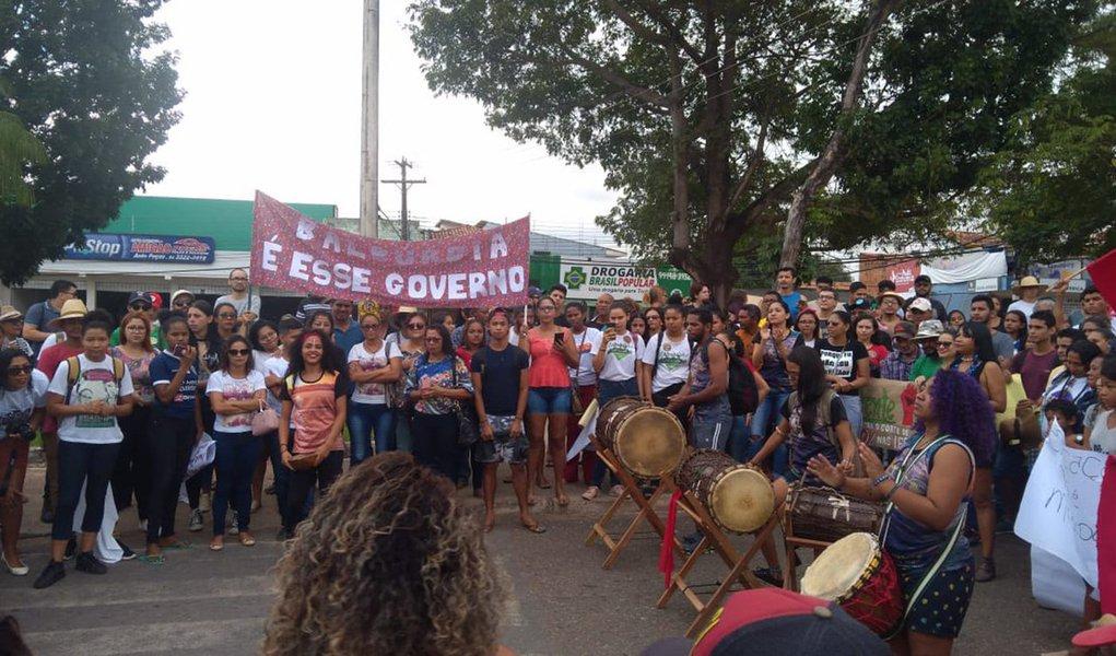 Estudantes saem às ruas no Pará em defesa da educação e contra os cortes