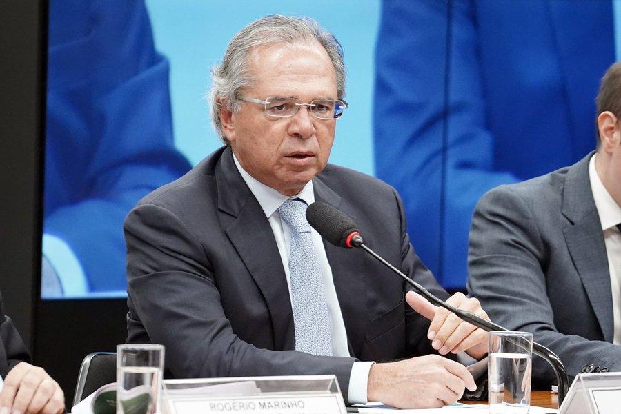 Guedes avalia acabar com deduções de gastos com saúde educação do IR
