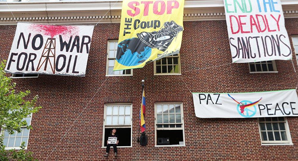 Polícia invade instalações de Embaixada da Venezuela nos EUA